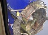 طائرة أمريكية على متنها 104 أشخاص تتفتت خلال تحليقها