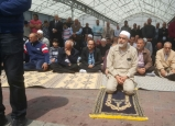 ام الفحم : العشرات يؤدون صلاة الجمعة تضامنا مع رهائن ومعتقلي المسجد الاقصى المبارك