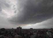 الطقس: اجواء غائمة جزئيًا واحتمال تساقط زخات خفيفة