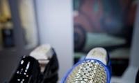 حذاء من الذهب بقيمة 18 ألف يورو في دبي