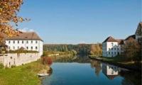 قرية في سويسرا تمنح سكانها أموالاً بالمجان