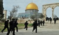 الاحتلال يقتحم ساحات المسجد الاقصى ويعتدي على المصلين
