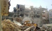 تواصل أعمال إزالة الأنقاض والركام من مخيم اليرموك