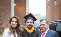 الملك الأردني والملكة رانيا يحتفلان بتخرج ابنهما