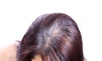 كيف تخفي بسهولة جذور الشعر غير المصبوغة