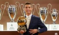 رونالدو يتوج بالكرة الذهبية للمرة الرابعة في تاريخه