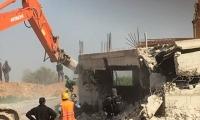 جرافات معززة بقوات كبيرة من الشرطة تقتحم كفرقاسم وتهدم بيتا في المنطقة الشمالية بادعاء البناء غير المرخص