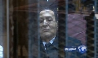 بالفيديو.. «مبارك» بالبدلة والكرافتة لأول مرة داخل القفص