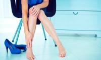 دراسة: خلع الحذاء خارج المنزل مفيد للصحة