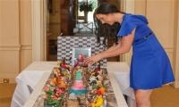 صور: بريطانية تصنع كعكة قيمتها 70 مليون دولار لزبون ثري