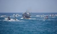 زوارق حربية إسرائيلية تحاصر سفينة الحرية التي انطلقت من غزة وتسحبها إلى ميناء اشدود