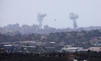 قذائف وصافرات انذار لا تتوقف: 6 إصابات بينهم 3 جنود وسكّان غلاف غزة في الملاجئ