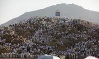أكثر من مليوني حاج يبدأون رمي الجمرات في أول أيام عيد الاضحى