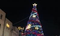 تخريب شجرة الميلاد في رام الله واستنكار عارم