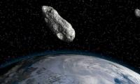 اليوم.. كويكب ضخم سيمر بجانب الأرض