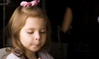 كيف تعالجين سلوك طفلك المدلل