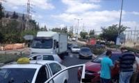 اصابات طفيفه في حادث طريق بين ثلات مركبات  على دوار نتسيرنت  عيلت