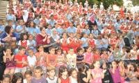 استقبال أهالي طلاب ألبساتين مع أبنائهم في مدرسه بير ألسكه الابتدائية