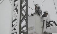 عشرات الآلاف بدون كهرباء .. وشركة الكهرباء تدعو للاستعداد لاستمرار انقطاع التيار الكهربائي