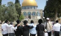 الشرطة: اخراج 4 يهود من باحات الحرم القدسي الشريف بالقوه واحالتهم للتحقيق