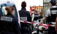 باريس.. رجل يهاجم عسكرياً فرنسياً بسكين ولا إصابات