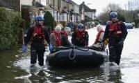 لفيضانات تبتلع الاف المنازل في بريطانيا وتعرض حياة السكان للخطر(فيديو)