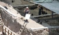 حملة من الحفريات الاسرائيلية قرب الاقصى تهدف الى تهويد محيطه