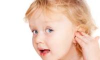 اليك المعلومات الهامة حول ثقب أذني طفلتك