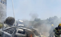 اصابة شابين اثر حادث واحتراق سيارة قرب ابو سنان