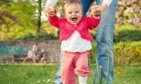 8 فوائد لمشى الأطفال أهمها تجنب قصر القامة