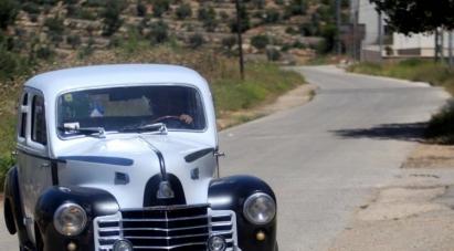 فلسطيني يحتفظ بسيارة من زمن النكبة