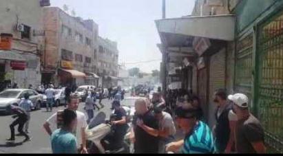 مواجهات والقاء قنابل غاز على المعتصمين قرب باب الاسباط